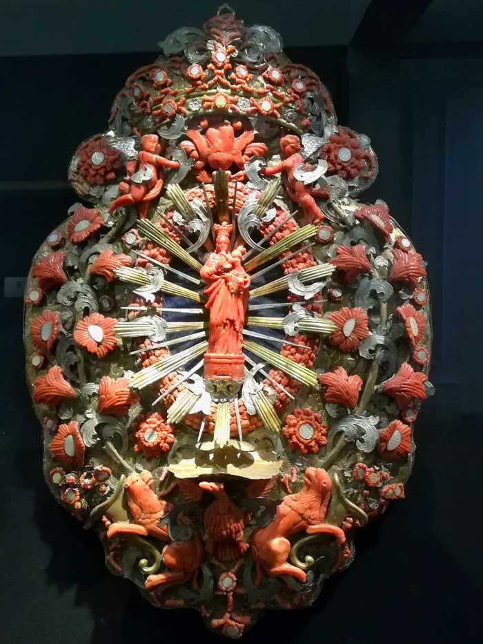 spilla in argento e corallo, Museo Pepoli di Trapani